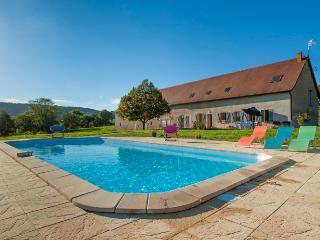 Morvan,  gîte 14 pers  avec piscine chauffée, Luzy