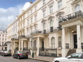 Economical Apartment in High Street Kensington, London
