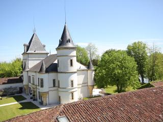 Chateau Caillac - Fairytale Riverside Location