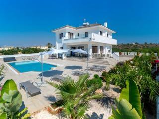Andriana, 4 bed luxury villa, sauna | jacuzzi