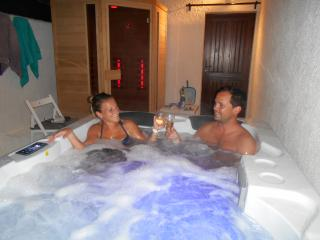 Charme , Sauna ,Spa ,Massage,Piscine,Tennis, Lac, Tourtour