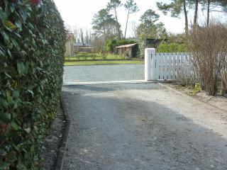 Entrée parking maison à gauche