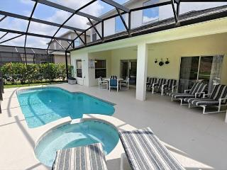 Balmoral Villa: Luxurious, Modernly furnished 5 bedroom vacation home, Davenport