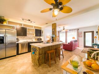 Charming, Modern 2-Bedroom Home w/ Tropical Yard, Fort Lauderdale