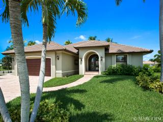PERSIAN CAY - Modern Waterfront Island Pool Home, Desirable West Exposure !!, Marco Island