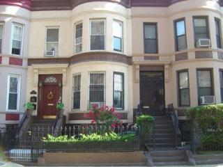 Warm & Inviting 2 Br Townhouse
