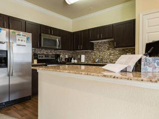Fully Furnished 2 beds 2 bath with poolview, Grapevine