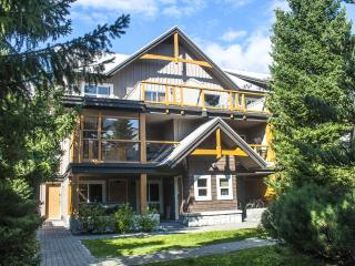 'Glaciers Reach' 2 bedroom with private hot tub steps from Whistler Village!