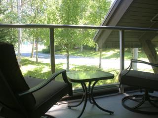 'Aspens' Ski-In/Ski-Out, Spacious 1 Bedroom Suite w/ Mountainside Pool & Hot Tub