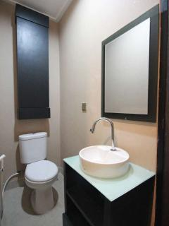 Ensuite bathroom with modern minimalist look and high quality sanitary