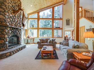 Mountain home w/ access to shared pool, hot tub, sauna, tennis, & more!
