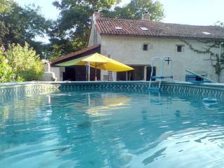Maison de charme avec piscine, Usson-du-Poitou