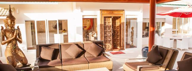 Generous 4 Bedrooms Beachfront Villa, Laem Set