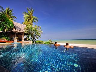 Gorgeous Thai Style Luxury Beachfront Villa in Laem Set