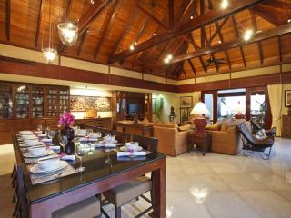 Impressive 6 Bedroom Beachfront Villa in Maenum, Mae Nam