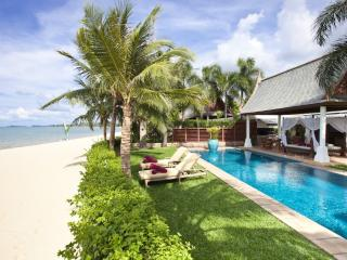 Perfectly 4 Bedroom Beach Front Villa in Maenam, Mae Nam
