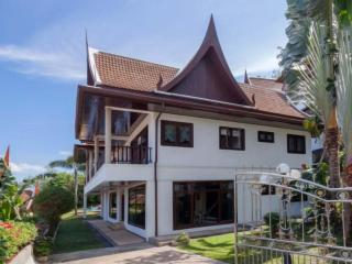 The Private 4 Bedroom Thai Style Villa in Patong