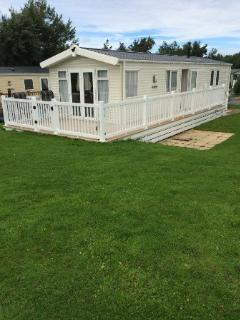 Beautiful well presented caravan,peaceful setting with lake view. Close to snowdonia, North Wales.
