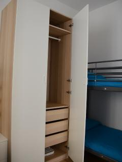 Comfortable and functional wardrobe with internal drawers
