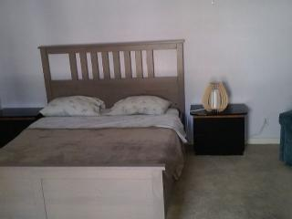 Master Bedroom/Bath in Private House - Studio City, Los Angeles