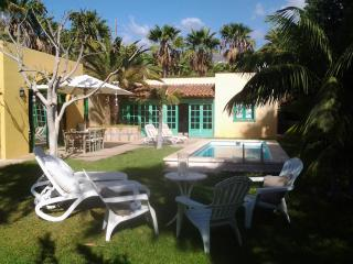 VILLA COLLIOURE, HEATED POOL, SEA VIEWS, FREE WIFI, FREE PARKING