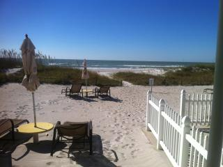 Groundfloor DIRECT BEACHFRONT!Right in the sand!, Indian Shores
