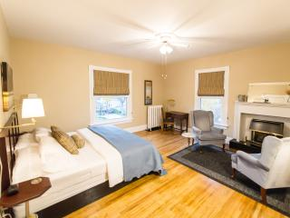 Colborne B&B - Kennedy King Suite-no cleaning fee, Goderich