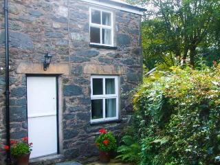 1 PENYGROES, semi-detached, woodburner, walks from the door, near Penmachno and