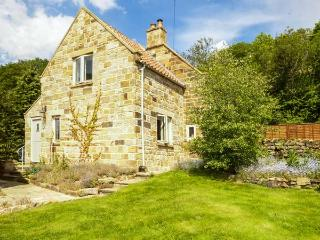EDIE'S COTTAGE traditional cottage, woodburning stove, beautiful countryside in Goathland Ref 920680