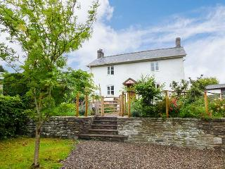 GATEHOUSE, woodburners, hot tub, enclosed garden, pet-friendly, in Painscastle, Ref 927834