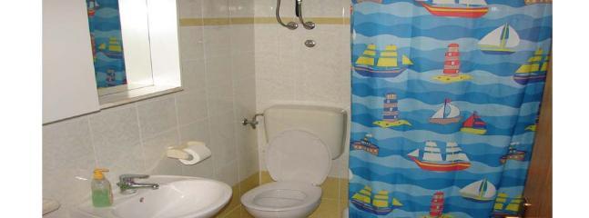 A1-Marin(4): bathroom with toilet