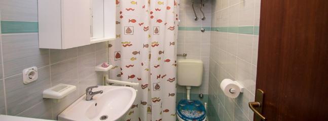 Eine Sanja (3 + 1): Bad mit WC