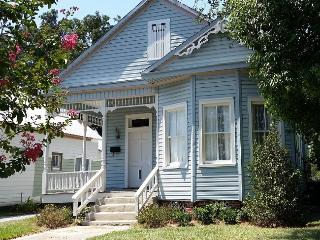 Luxury Victorian, Near Beach, Harbor Park, Downtown Restaurants, and Casino!, Gulfport