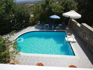 Villa Francesca a lovely villa with private pool, Rethymnon