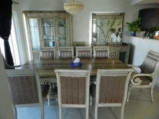 Big Villa in JVC 2+1 bedroom with Garden, Dubai