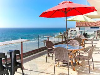Premier Oceanfront rental, 5br, 3ba,rooftop deck, spa,Designer Decorated & AC, Encinitas
