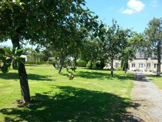 Peaceful rural farmhouse sleeps 2-4, suitable kids, Vengeons