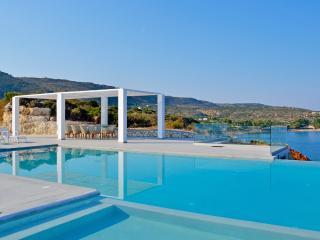 Villa Infinity Blue