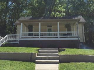 Downtown Northshore Bungalow, Close to Everything