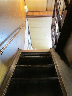 Stairs to the 1st floor, try not to carry heavy luggage on them, instead leave them on the hallway