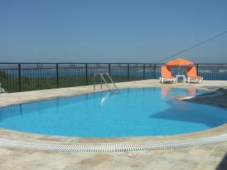 Beautiful Villa with Private Pool & Sea View, Akbuk