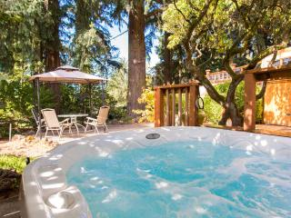 Couple's Garden Apt Retreat,  Private Hot Tub, Portland
