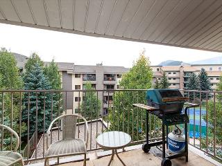 Warm & Welcoming 2BR Avon Condo – Walk to Rec Center!