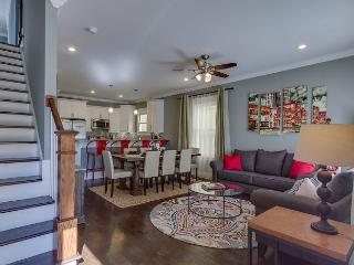 4BR House - Vintage Style & Luxury Touches in Hip East Nashville!