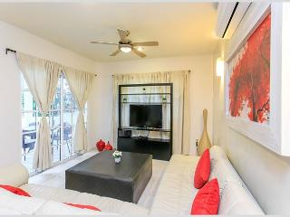 PERFECT LOCATION ON 5TH AVENUE - Mamitas Beach + Services + Jacuzzi