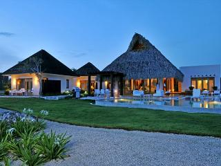Beautiful golf course view villa