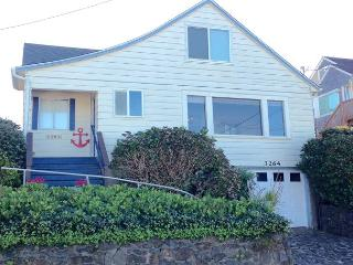 215 ANCHOR STREET INN - Historic home with amazing view & easy beach access!, Lincoln City