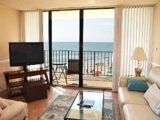 MAGNIFICENT 2 BEDROOM CONDO ON THE BEACH Royal Garden 206