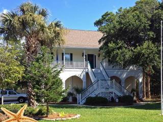 Close to the Beach and Downtown Folly~Dog friendly, Charleston