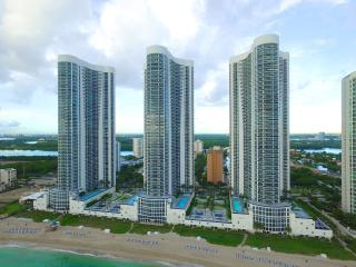 ELEGANT SUNNY ISLES 3 BEDROOM APARTMENT